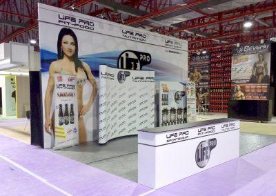 Montaje de stand y lonas publicitarias para Life Pro en feria