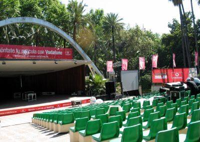 Publicidad exterior con lonas y banderas para Vodafone