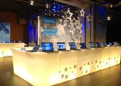 Montaje de stand expositor para ordenadores Intel