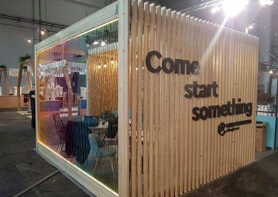 Montaje de stand y decoración para Google Campus  en una feria